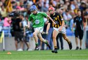 27 July 2019; Dean Walsh, St Pauls PS, Navan, Meath, representing Limerick, in action against Jack Murtagh, Scoil Mhuire, Loughegar, Mullingar, Westmeath, representing Kilkenny, during the INTO Cumann na mBunscol GAA Respect Exhibition Go Games at the GAA Hurling All-Ireland Senior Championship Semi-Final match between Limerick and Kilkenny at Croke Park in Dublin. Photo by Piaras Ó Mídheach/Sportsfile