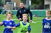 7 August 2019; Leinster player Rory O'Loughlin with participants during the Bank of Ireland Leinster Rugby Summer Camp at Lansdowne FC in Dublin. Photo by Piaras Ó Mídheach/Sportsfile