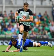 10 August 2019; Garry Ringrose of Ireland evades the tackle of Alessandro Zanni of Italy during the Guinness Summer Series 2019 match between Ireland and Italy at the Aviva Stadium in Dublin. Photo by Brendan Moran/Sportsfile