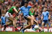 10 August 2019; Niall Scully of Dublin in action against Seamus O'Shea, left, and Colm Boyle of Mayo during the GAA Football All-Ireland Senior Championship Semi-Final match between Dublin and Mayo at Croke Park in Dublin. Photo by Ramsey Cardy/Sportsfile