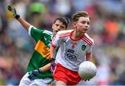 11 August 2019; Conor Bodkin, St. Patricks PS, Tuam, Galway, representing Tyrone, in action against Ruarc Sweeney, Clara NS Clara, Kilkenny, representing Kerry, during the INTO Cumann na mBunscol GAA Respect Exhibition Go Games during the GAA Football All-Ireland Senior Championship Semi-Final match between Kerry and Tyrone at Croke Park in Dublin. Photo by Piaras Ó Mídheach/Sportsfile