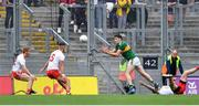 11 August 2019; Paul Geaney of Kerry handpasses the pall past Tyrone players Peter Harte and Michael McKernan to team-mate Stephen O'Brien, resulting in Kerry's goal, during the GAA Football All-Ireland Senior Championship Semi-Final match between Kerry and Tyrone at Croke Park in Dublin. Photo by Brendan Moran/Sportsfile