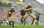18 August 2019; Séamus Callanan of Tipperary in action against Huw Lawlor, left, and Padraig Walsh of Kilkenny during the GAA Hurling All-Ireland Senior Championship Final match between Kilkenny and Tipperary at Croke Park in Dublin. Photo by Seb Daly/Sportsfile