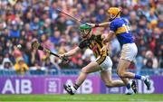 18 August 2019; Paul Murphy of Kilkenny in action against Séamus Callanan of Tipperary during the GAA Hurling All-Ireland Senior Championship Final match between Kilkenny and Tipperary at Croke Park in Dublin. Photo by Piaras Ó Mídheach/Sportsfile