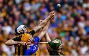 18 August 2019; Séamus Callanan of Tipperary in action against Huw Lawlor, left, and Paul Murphy of Kilkenny during the GAA Hurling All-Ireland Senior Championship Final match between Kilkenny and Tipperary at Croke Park in Dublin. Photo by Piaras Ó Mídheach/Sportsfile