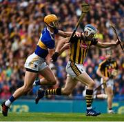 18 August 2019; TJ Reid of Kilkenny in action against Barry Heffernan of Tipperary during the GAA Hurling All-Ireland Senior Championship Final match between Kilkenny and Tipperary at Croke Park in Dublin. Photo by Sam Barnes/Sportsfile
