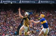 18 August 2019; Huw Lawlor of Kilkenny in action against Séamus Callanan of Tipperary during the GAA Hurling All-Ireland Senior Championship Final match between Kilkenny and Tipperary at Croke Park in Dublin. Photo by Sam Barnes/Sportsfile