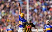 18 August 2019; Barry Heffernan of Tipperary catches the ball ahead of Walter Walsh of Kilkenny during the GAA Hurling All-Ireland Senior Championship Final match between Kilkenny and Tipperary at Croke Park in Dublin. Photo by Piaras Ó Mídheach/Sportsfile