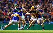 18 August 2019; Richie Leahy of Kilkenny in action against Cathal Barrett, 2, and Noel McGrath of Tipperary during the GAA Hurling All-Ireland Senior Championship Final match between Kilkenny and Tipperary at Croke Park in Dublin. Photo by Piaras Ó Mídheach/Sportsfile