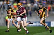 18 August 2019; John Cooney of Galway gets past Ian Byrne of Kilkennyduring the Electric Ireland GAA Hurling All-Ireland Minor Championship Final match between Kilkenny and Galway at Croke Park in Dublin. Photo by Piaras Ó Mídheach/Sportsfile