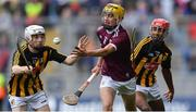 18 August 2019; Tiernan Killeen of Galway in action against Timmy Clifford, left, and Zach Bay Hammond of Kilkenny during the Electric Ireland GAA Hurling All-Ireland Minor Championship Final match between Kilkenny and Galway at Croke Park in Dublin. Photo by Piaras Ó Mídheach/Sportsfile