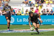 25 August 2019; Pierre Aguillon of La Rochelle scores a try during the LNR Top 14 match between ASM Clermont Auvergne and La Rochelle at Stade Marcel-Michelin in Clermont-Ferrand, France. Photo by Romain Biard/Sportsfile
