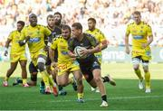 25 August 2019; Tawera Kerr Barlow of La Rochelle in action during the LNR Top 14 match between ASM Clermont Auvergne and La Rochelle at Stade Marcel-Michelin in Clermont-Ferrand, France. Photo by Romain Biard/Sportsfile