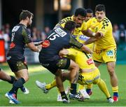 25 August 2019; Nick Abendanon of Clermont is tackled by Jeremy Sinzelle of La Rochelle during the LNR Top 14 match between ASM Clermont Auvergne and La Rochelle at Stade Marcel-Michelin in Clermont-Ferrand, France. Photo by Romain Biard/Sportsfile