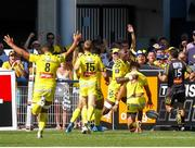 25 August 2019; Peter Betham of Clermont celebrates his try with team-mates during the LNR Top 14 match between ASM Clermont Auvergne and La Rochelle at Stade Marcel-Michelin in Clermont-Ferrand, France. Photo by Romain Biard/Sportsfile