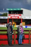 29 September 2019; Dundalk supporters Paddy and Iris McGuinness await the arrival of the Dundalk team bus prior to the Extra.ie FAI Cup Semi-Final match between Sligo Rovers and Dundalk at The Showgrounds in Sligo. Photo by Stephen McCarthy/Sportsfile