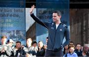 29 September 2019; Dublin captain Stephen Cluxton waves to supporters during the Dublin Senior Football teams homecoming at Merrion Square in Dublin. Photo by Piaras Ó Mídheach/Sportsfile