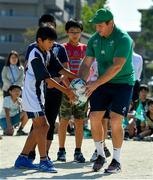 11 October 2019; Sean Cronin with students during a visit by the Ireland rugby squad to Kasuga Elementary School in Kusaga, Fukuoka, Japan. Photo by Brendan Moran/Sportsfile