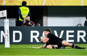 19 October 2019; Beauden Barrett of New Zealand scores his side's third try during the 2019 Rugby World Cup Quarter-Final match between New Zealand and Ireland at the Tokyo Stadium in Chofu, Japan. Photo by Juan Gasparini/Sportsfile