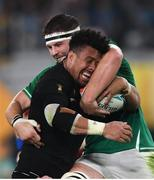 19 October 2019; Ardie Savea of New Zealand is tackled by Iain Henderson of Ireland during the 2019 Rugby World Cup Quarter-Final match between New Zealand and Ireland at the Tokyo Stadium in Chofu, Japan. Photo by Ramsey Cardy/Sportsfile