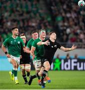 19 October 2019; Beauden Barrett of New Zealand in action against Josh van der Flier of Ireland during the 2019 Rugby World Cup Quarter-Final match between New Zealand and Ireland at the Tokyo Stadium in Chofu, Japan. Photo by Juan Gasparini/Sportsfile