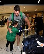 22 October 2019; Peter O'Mahony is greeted by supporter Jennifer Malone on the Ireland Rugby Team's return at Dublin Airport from the Rugby World Cup. Photo by David Fitzgerald/Sportsfile