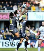 11 January 2020; Jacob Stockdale of Ulster goes for a high ball against Alivereti Raka and Isaia Toeava of ASM Clermont Auvergne during the Heineken Champions Cup Pool 3 Round 5 match between ASM Clermont Auvergne and Ulster at Stade Marcel-Michelin in Clermont-Ferrand, France. Photo by John Dickson/Sportsfile