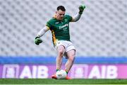 25 January 2020; Rathgarogue-Cushinstown goalkeeper Nicky Sinnott shoots to score his side's first goal, from a penalty, during the AIB GAA Football All-Ireland Junior Club Championship Final match between Na Gaeil and Rathgarogue-Cushinstown at Croke Park in Dublin. Photo by Ben McShane/Sportsfile