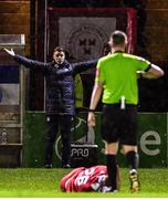 21 February 2020; Shelbourne manager Ian Morris protests to referee Damien MacGraith during the SSE Airtricity League Premier Division match between Shelbourne and Dundalk at Tolka Park in Dublin. Photo by Eóin Noonan/Sportsfile