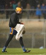 16 February 2020; Eibhear Quilligan of Clare attempts to dry his hurley  during the Allianz Hurling League Division 1 Group B Round 3 match between Clare and Laois at Cusack Park in Ennis, Clare. Photo by Eóin Noonan/Sportsfile