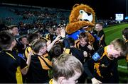 28 February 2020; The Malahide RFC team with Leo The Lion ahead of the Bank of Ireland Half-Time Minis at the Guinness PRO14 Round 13 match between Leinster and Glasgow Warriors at the RDS Arena in Dublin. Photo by Ramsey Cardy/Sportsfile