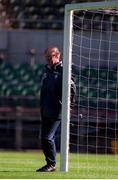 28 March 1995. Jack Charlton leans against the goalpost during an Irish Training session. Photo by Ray McManus/Sportsfile