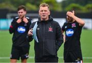 3 July 2020; Manager Vinny Perth talks to the Dundalk players following a Dundalk training match at Oriel Park in Dundalk, Louth. Photo by Ben McShane/Sportsfile