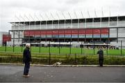 17 October 2020; Members of the public watch the warm-up outside the stadium prior to the Allianz Football League Division 3 Round 6 match between Cork and Louth at Páirc Ui Chaoimh in Cork. Photo by Harry Murphy/Sportsfile