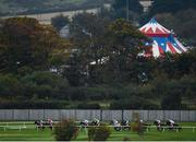 17 October 2020; A view of the field during the Breast Cancer Ireland Handicap at Leopardstown Racecourse in Dublin. Photo by Seb Daly/Sportsfile