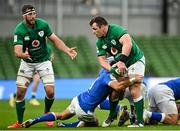 24 October 2020; Cian Healy of Ireland looks to off load to team-mate Caelan Doris as he is tackled by Marcello Violi of Italy during the Guinness Six Nations Rugby Championship match between Ireland and Italy at the Aviva Stadium in Dublin. Photo by Seb Daly/Sportsfile