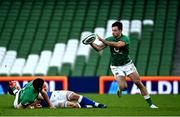 24 October 2020; Hugo Keenan of Ireland receives an offload from Robbie Henshaw during the Guinness Six Nations Rugby Championship match between Ireland and Italy at the Aviva Stadium in Dublin. Photo by Ramsey Cardy/Sportsfile