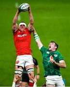 13 November 2020; Shane Lewis-Hughes of Wales wins a lineout ahead of Peter O'Mahony of Ireland during the Autumn Nations Cup match between Ireland and Wales at Aviva Stadium in Dublin. Photo by David Fitzgerald/Sportsfile