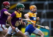 14 November 2020; David Fitzgerald of Clare gets past Paudie Foley, left, and Shaun Murphy of Wexford during the GAA Hurling All-Ireland Senior Championship Qualifier Round 2 match between Wexford and Clare at MW Hire O'Moore Park in Portlaoise, Laois. Photo by Piaras Ó Mídheach/Sportsfile