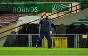 14 November 2020; Cork manager Kieran Kingston issues instructions during the GAA Hurling All-Ireland Senior Championship Qualifier Round 2 match between Cork and Tipperary at LIT Gaelic Grounds in Limerick. Photo by Daire Brennan/Sportsfile