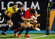 23 November 2020; Jean Kleyn of Munster dives to scores his side's fourth try during the Guinness PRO14 match between Glasgow Warriors and Munster at Scotstoun Stadium in Glasgow, Scotland. Photo by Bill Murray/Sportsfile