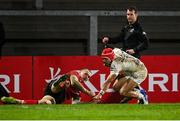11 December 2020; Cheslin Kolbe of Toulouse on his way to score his side's fourth try despite the efforts of Jacob Stockdale of Ulster during the Heineken Champions Cup Pool B Round 1 match between Ulster and Toulouse at Kingspan Stadium in Belfast. Photo by Ramsey Cardy/Sportsfile