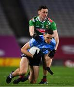 19 December 2020; Brian Fenton of Dublin in action against Diarmuid O'Connor of Mayo during the GAA Football All-Ireland Senior Championship Final match between Dublin and Mayo at Croke Park in Dublin. Photo by Sam Barnes/Sportsfile