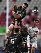 2 January 2021; Billy Holland of Munster fails to collect possession from a restart ahead of Ethan McIlroy of Ulster during the Guinness PRO14 match between Ulster and Munster at Kingspan Stadium in Belfast. Photo by David Fitzgerald/Sportsfile