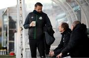 28 February 2021; Robbie Keane, a member of the Shamrock Rovers backroom team, speaks with Cork City manager Colin Helay and coach John Cotter, right, before the pre-season friendly match between Shamrock Rovers and Cork City at Tallaght Stadium in Dublin. Photo by Stephen McCarthy/Sportsfile