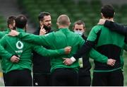 20 March 2021; Ireland head coach Andy Farrell speaks to his players ahead of the Guinness Six Nations Rugby Championship match between Ireland and England at Aviva Stadium in Dublin. Photo by Brendan Moran/Sportsfile