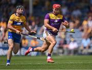17 July 2021; Lee Chin of Wexford is chased by Tony Kelly of Clare during the GAA Hurling All-Ireland Senior Championship Round 1 match between Clare and Wexford at Semple Stadium in Thurles, Tipperary. Photo by Piaras Ó Mídheach/Sportsfile