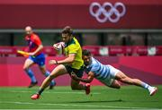 26 July 2021; Josh Turner of Australia scores his side's first try despite the tackle of Argentina's Luciano Gonzalez during the rugby sevens men's pool A match between Australia and Argentina at the Tokyo Stadium during the 2020 Tokyo Summer Olympic Games in Tokyo, Japan. Photo by Brendan Moran/Sportsfile