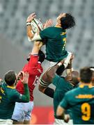 7 August 2021; Franco Mostert of South Africa wins a high ball against Robbie Henshaw of British and Irish Lions during the third test of the British and Irish Lions tour match between South Africa and British and Irish Lions at Cape Town Stadium in Cape Town, South Africa. Photo by Ashley Vlotman/Sportsfile