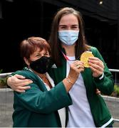 10 August 2021; Gold medallist Kellie Harrington with Anna Moore, friend and IABA Official, at Dublin Airport as Team Ireland's boxers return from the Tokyo 2020 Olympic Games. Photo by Seb Daly/Sportsfile